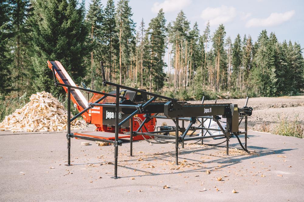 26e56785b4d61 Japa Zásobníkový stůl 471 - hydraulický, 2x válec ozubený + 2x řetěz